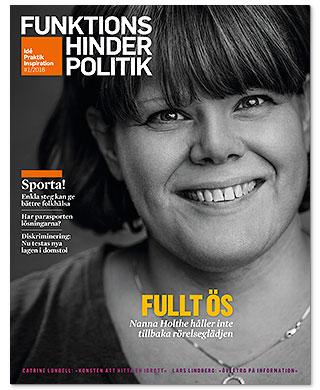 Omslaget till Funktionshinderpolitik 1/2016. Ett porträtt av Nanna Holthe och texten Fullt ös som huvudrubrik.